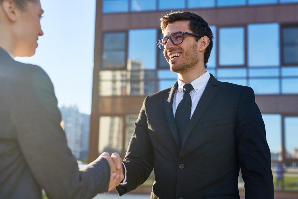 Commercial et son client premier contact
